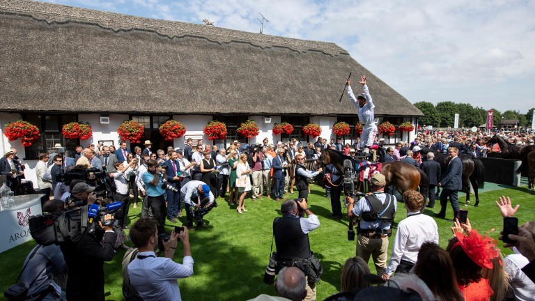 Frankie Dettori treats the crowd to a flying dismount