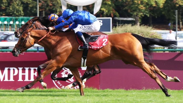 Kitesurf (near) gets up to catch Magic Wand in the Prix Vermeille at Longchamp