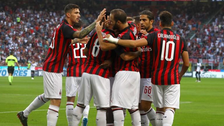 Milan celebrate a Gonzalo Higuain goal