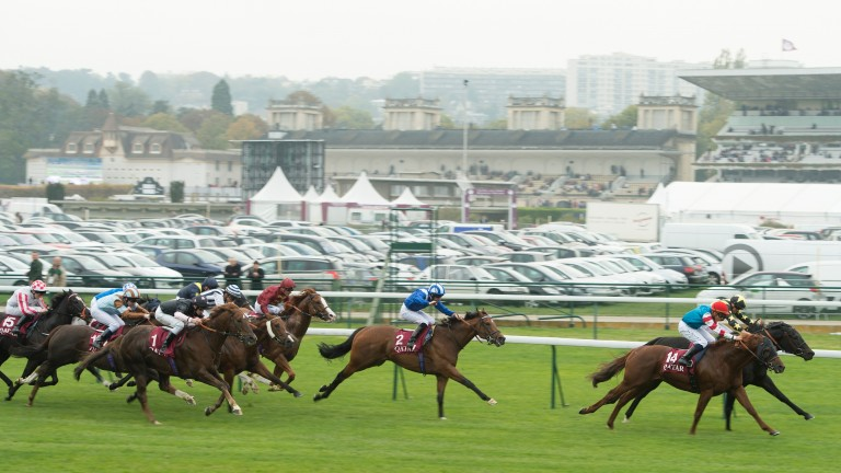 Same track, different backdrop: the last time the Prix de l'Abbaye was shown on mainstream UK television, Goldream (black and gold silks) held off Rangali in 2015