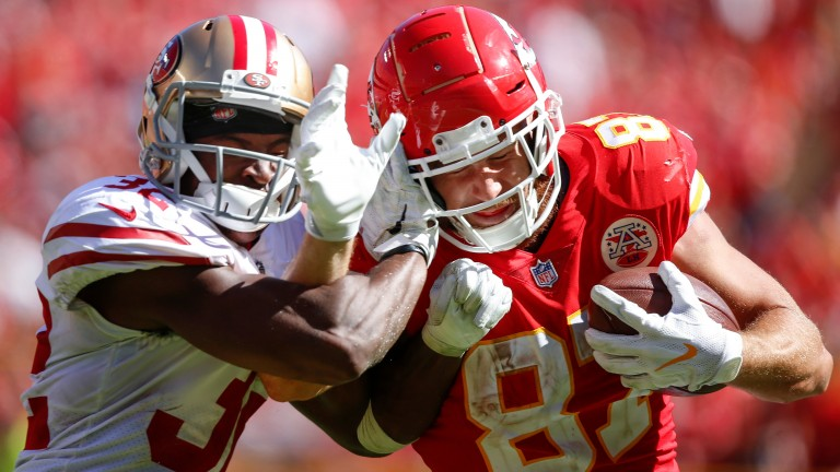Travis Kelce (right) of Kansas City Chiefs rushes against DJ Reed of the San Francisco 49ers