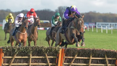 MIA'S STORM with T Cannon wins Handicap hurdle at Doncaster 28-1-17.