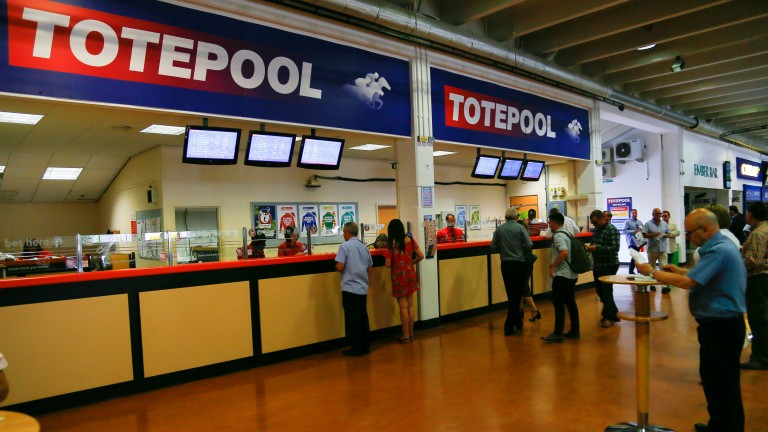 A huge Tote jackpot of over £740,000 was claimed at Kempton on Wednesday evening