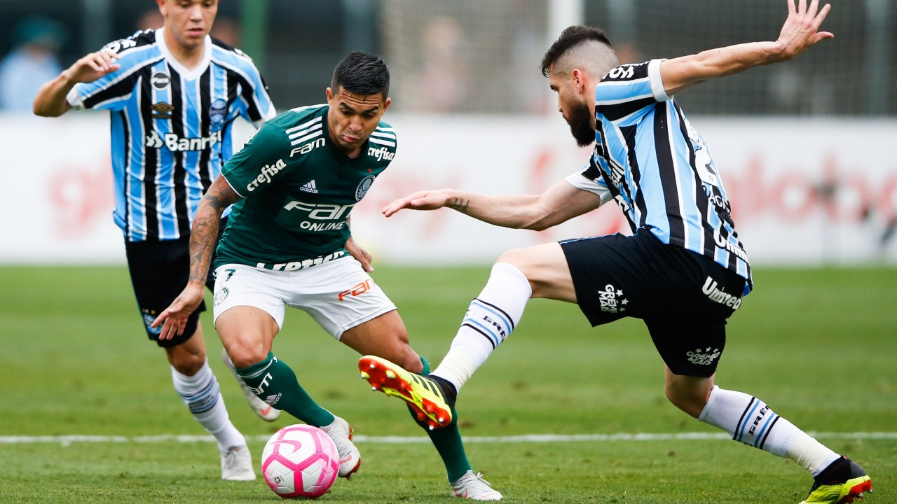 4dfe96eae9 Palmeiras striker Dudu (centre) is available to return for clash with  Fluminense