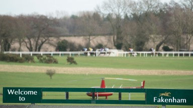 Fakenham: racing with small fields on good to firm ground today
