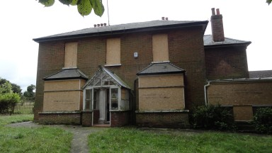 Council sells Downs House Downs House is a horse racing training yard within the boundary of Epsom Downs Racecourse, situated close to the Derby starting post. Owned by Epsom & Ewell Borough Council, the property has been available for sale, as a racehor