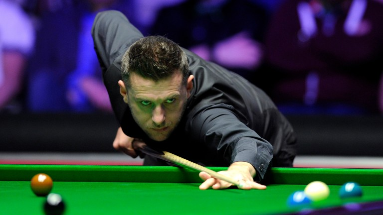 Mark Selby should be able to get the better of Yan Bingtao