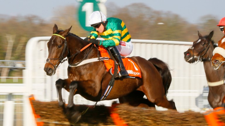 Buveur D'Air and Barry Geraghty on their way to success in the Contenders Hurdle