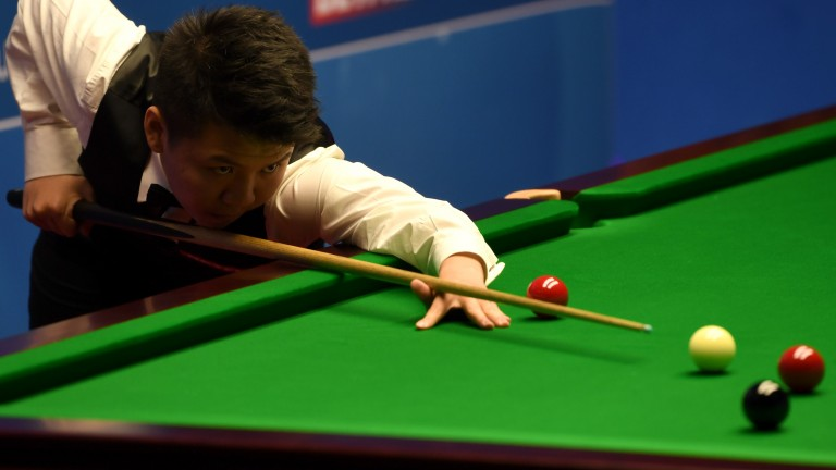Zhou Yuelong is through to the last 16 of the Gibraltar Open