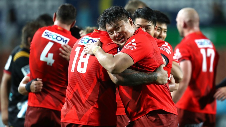The Sunwolves celebrate victory over the Chiefs