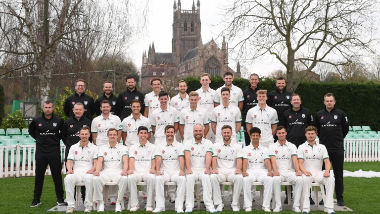 The Worcestershire County Cricket squad pose for a lovely picture