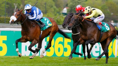 Beat The Bank (Silvetre de Sousa, left) sees of Sharja Bridge (right) to win the bet365 Mile at Sandown on Friday