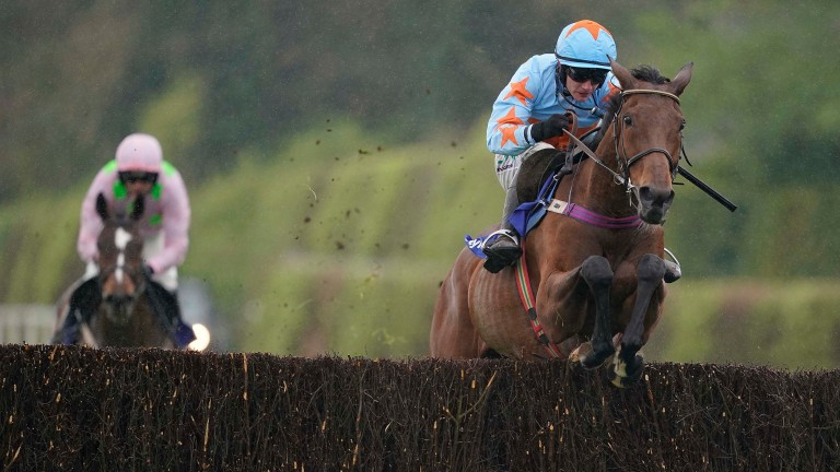 Un De Sceaux leaves Min in his wake to record a second Champion Chase