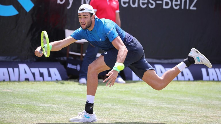 Matteo Berrettini reaches out wide on the way to defeating Jan-Lennard Struff in the Stuttgart semi-finals