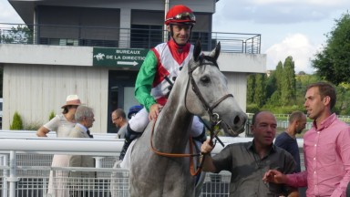 King Malpic and Olivier Peslier return to the Maiosn-Laffitte winners' enclosure after running down Inns Of Court in the Group 3 Prix de Ris-Orangis