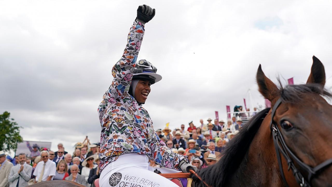 """Képtalálat a következőre: """"khadijah horse race"""""""