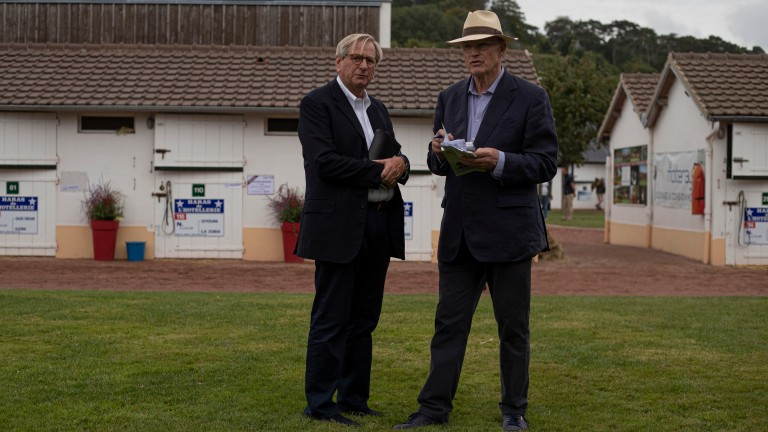 Anthony Stroud and John Gosden deep in discussion before the sale kicked off