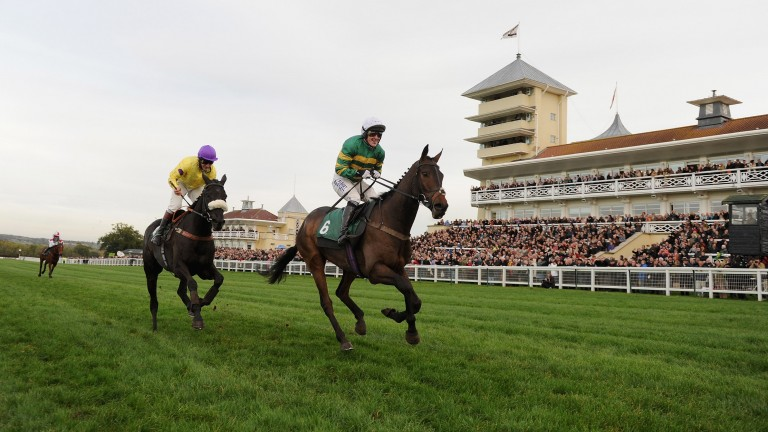 Sir Anthony McCoy wins his 4,000th race on Mountain Tunes at Towcester in 2013
