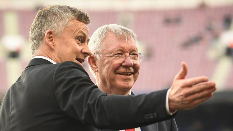 Sir Alex Ferguson speaks to Manchester United manager Ole Gunnar Solskjaer