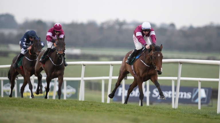 Midnight Run (white hat): steps up from maiden hurdle company