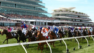 The finish to the 2019 Melbourne Cup won by Vow And Declare (near)