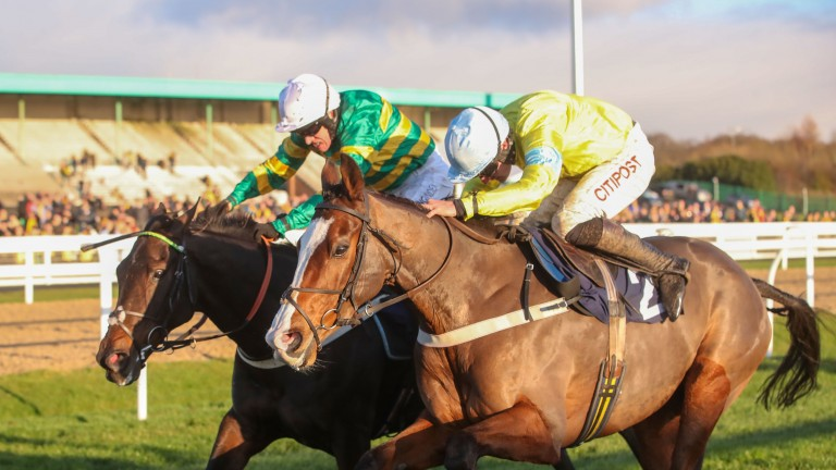 Cornerstone Lad (near side) digs deep to deny Buveur D'Air in the Fighting Fifth