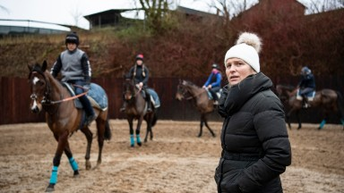 Emma Lavelle issues instructions to 2nd lot at Bonita racing stablesMarlborough 15.1.20 Pic: Edward Whitaker
