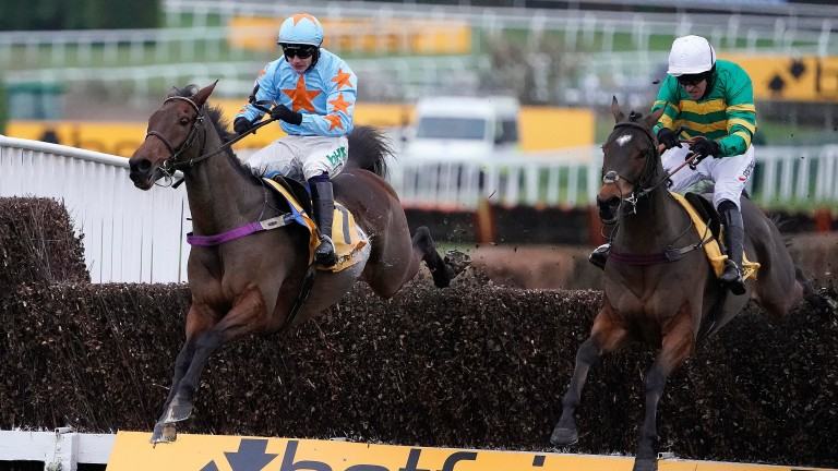 Un De Sceaux (left) and Defi Du Seuil locked horns in the Tingle Creek previously