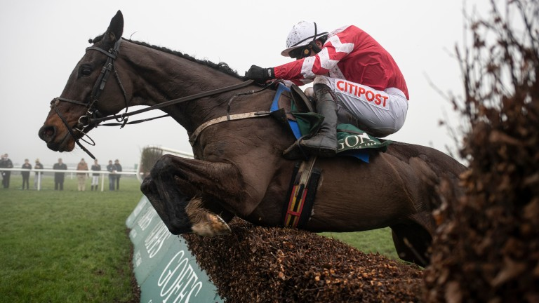 Total Recall on the way to winning the Goffs Thyestes Handicap Chase