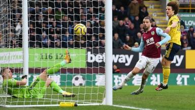 Jay Rodriguez of Burnley puts Arsenal under pressure