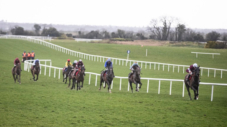 Cracking Smart pulls clear of the field in the Boyne Hurdle