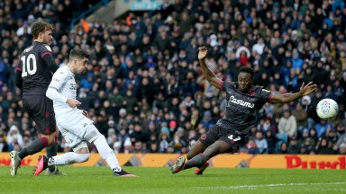 Pablo Hernandez of Leeds United scores against Reading