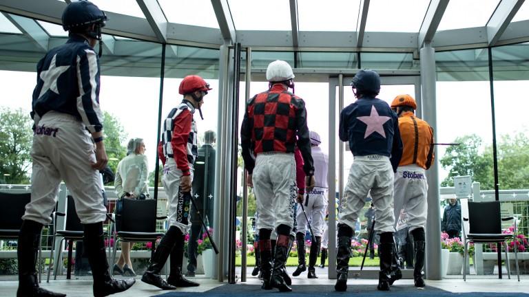 Jockeys: facing different challenges in Britain and Ireland due to coronavirus