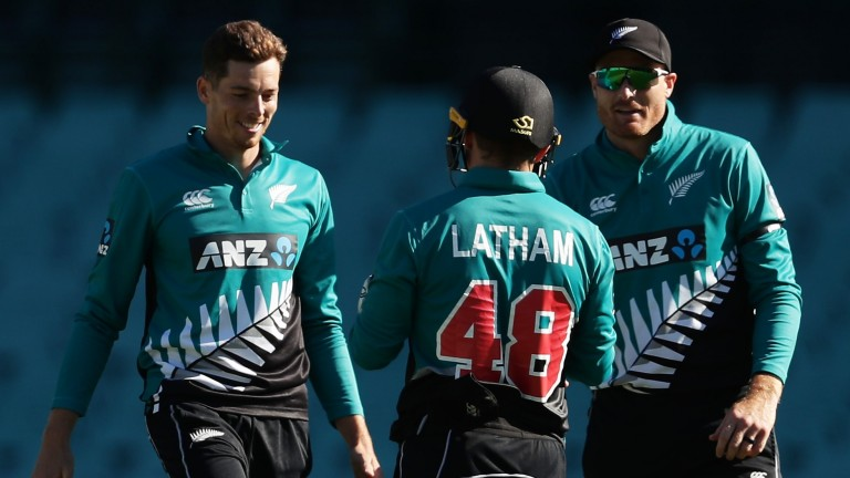 New Zealand gather to celebrate Mitchell Santner's dismissal of Steve Smith in game one at the SCG