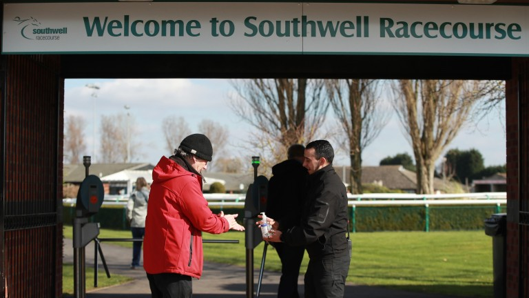 Southwell: three-mile novice hurdle has been abandoned due to the heat