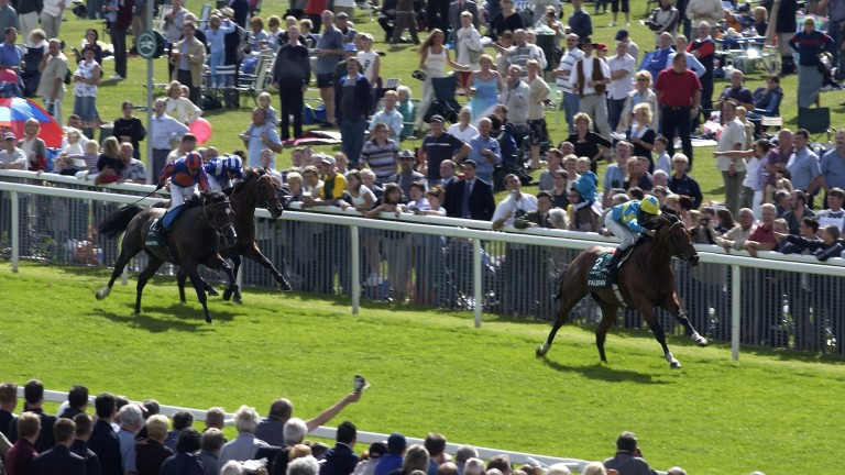 Falbrav bolts up in the 2003 Juddmonte International Stakes at York