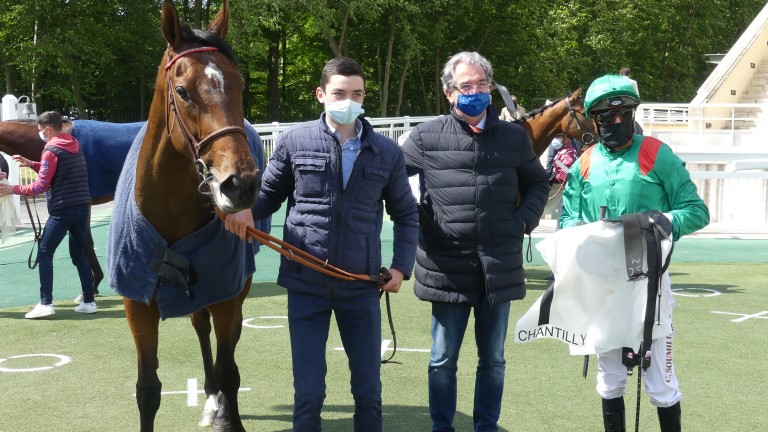 Simeen put herself firmly in the Poule d'Essai picture for the Aga Khan, Jean-Claude Rouget and Christophe Soumillon with a smooth success at Chantilly on Wednesday