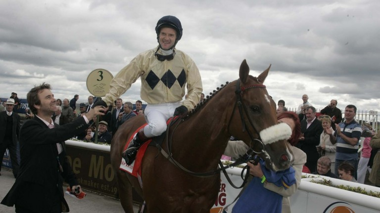 Collier Hill returns victorious after the 2005 Irish St Leger