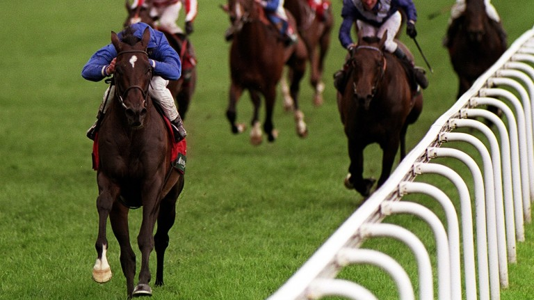 Kayf Tara wins the 2000 running of the Yorkshire Cup