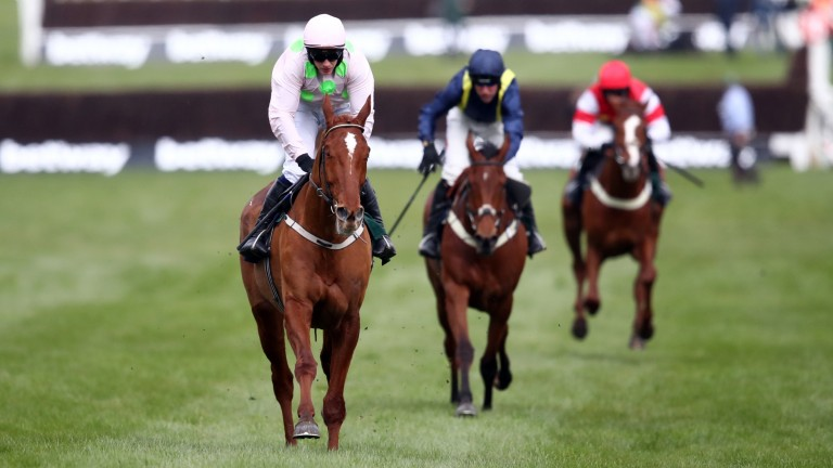 Monkfish leads home Fiddlerontheroof in the Brown Advisory Novices' Chase