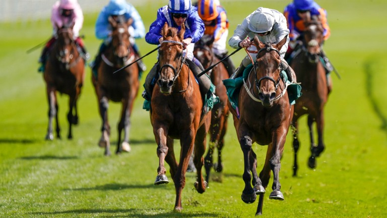 The front two draw clear in the Cheshire Oaks as Franny Norton and Dubai Fountain (silver) get the verdict