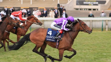 Mother Earth wins the 1,000 Guineas