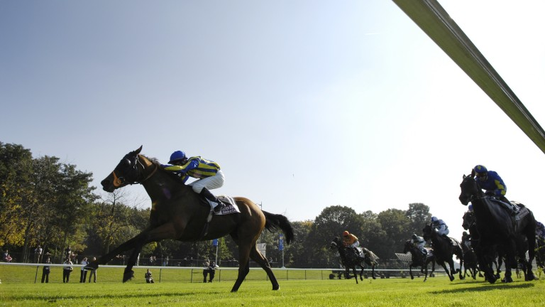 The Mark Wallace-trained Benbaun and the much-missed Pat Smullen win the 2007 Prix de L'Abbaye