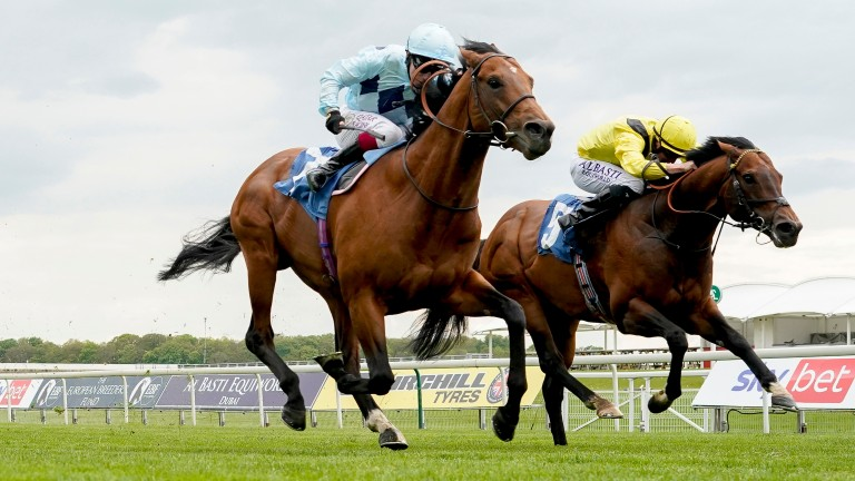Starman (left) gets the better of Nahaarr and now heads to Royal Ascot