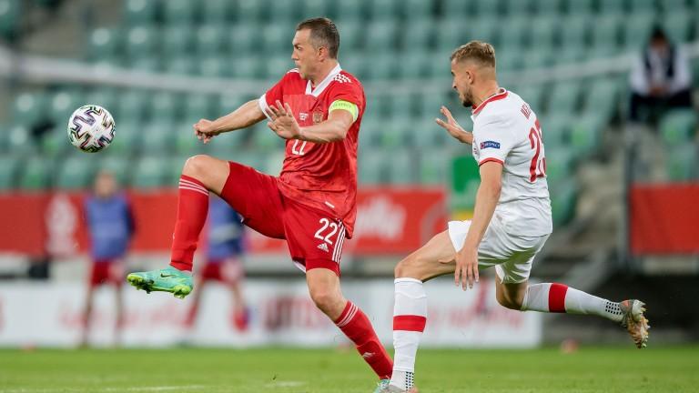 Artem Dzyuba leads the Russian attack