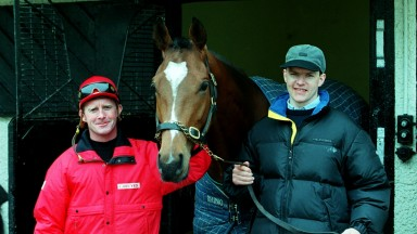 Mick Kinane and Aidan O'Brien with Galileo at Ballydoyle in 2001