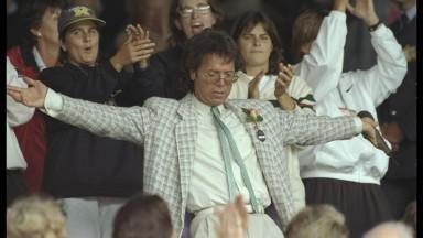 Cliff Richard lets rip at Wimbledon