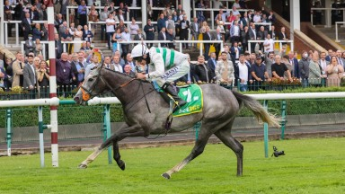 Alpinista strides clear in the bet365 Lancashire Oaks at Haydock