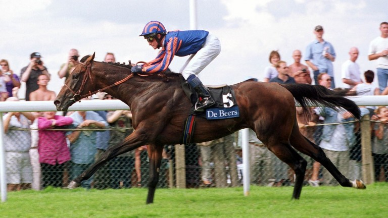 Montjeu wins the 2000 King George VI And Queen Elizabeth Stakes