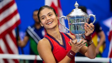 Emma Raducana poses with the US Open trophy
